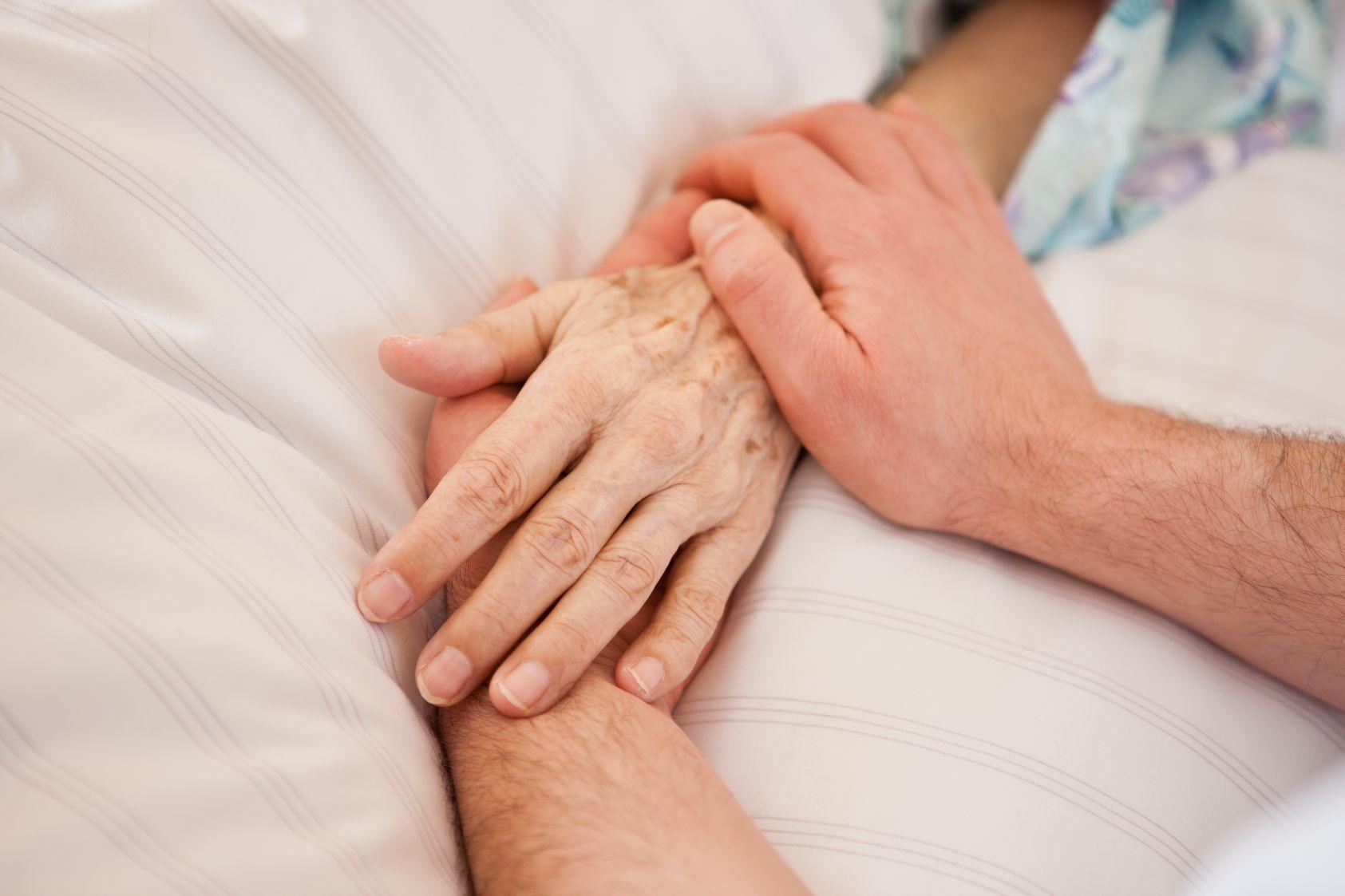 Patient Hände halten