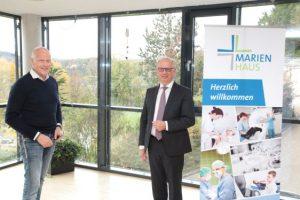 Dr. Heinz-Jürgen Scheid (rechts), der Vorsitzende der Geschäftsführung der Marienhaus Holding, und Dr. Thomas Wolfram (links) ziehen eine positive Bilanz des Restrukturierungsprogramms. Foto: Marienhaus