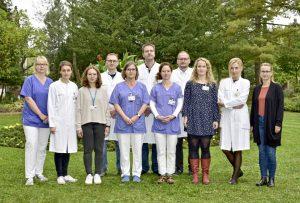 Das Team vom Universitäts DemenzCentrum mit ihren Direktoren Dr. Moritz Brandt (hintere Reihe, 2. v.l.) und Prof. Markus Donix (hintere Reihe, 3. v.l.).